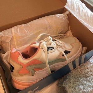 Adidas Falcon w sneakers